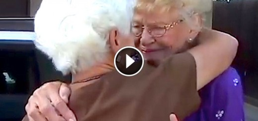 Mom and daughter reunite after 77 years