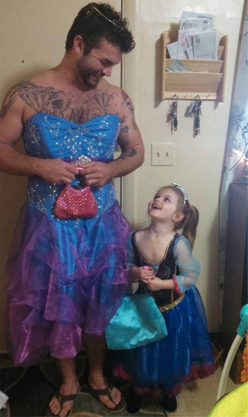 Uncle wear Princess Dress to Cinderella Movie